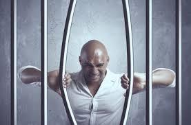 выйти из тюрьмы